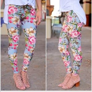 Infinity Raine Lite Blue Floral Print Leggings